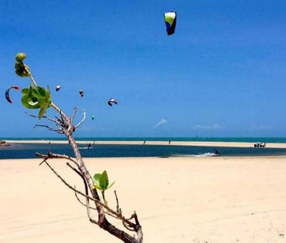 Kitesurfing Uruau